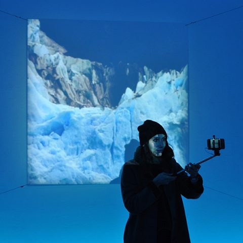 Interactive installation around the temporal experience developed as part of the Institut Français residency at the Perito Moreno glacier  Solo exhibition: La Galerie d'Architecture | Paris | 2017  Group exhibition: Fase 7 [Digital Art festival] | Buenos Aires | 2015  Interaction program: Sylvie Tissot • Sound design: Xavier Collet • Light design: Françoise Diraison Texts: Lionel Lemire • Assistants : Marion Autuori, Martin Detoeuf, Pauline Laplaige, Julie Soulat, Marike Thery, Robin Thomas