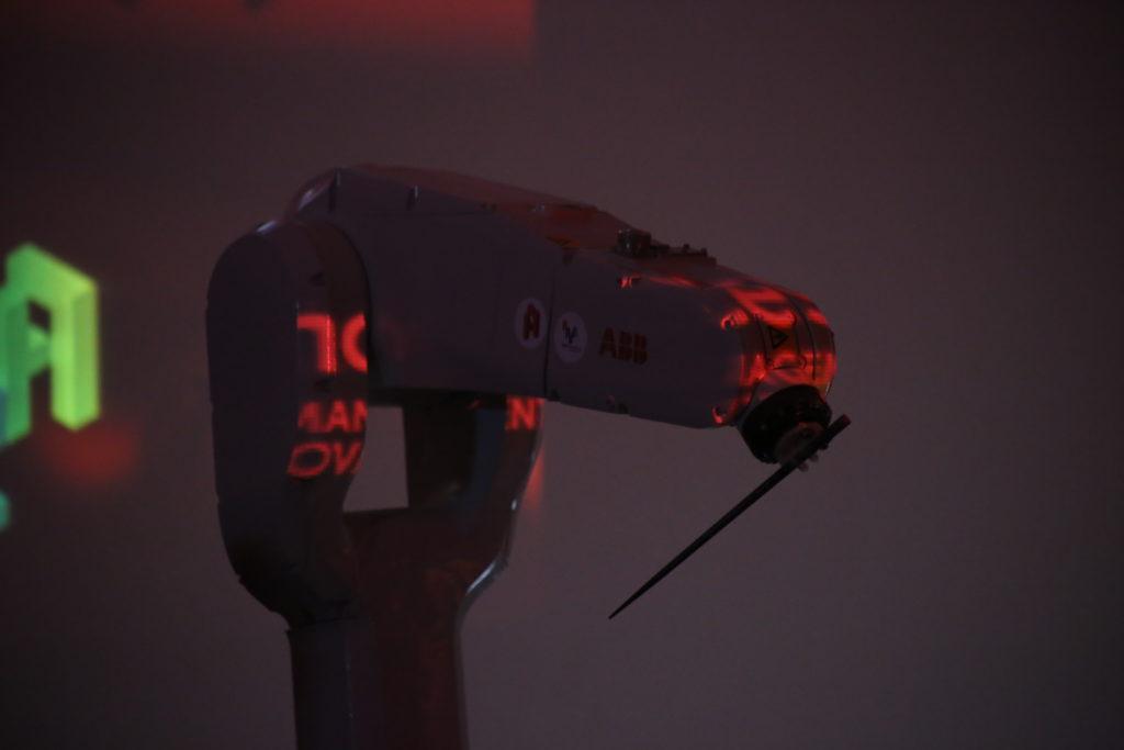 Performances réalisées le 7 avril 2018 au Grand Palais dans le cadre de l'exposition Artistes&Robots  ©photo : Jean Lepeudry